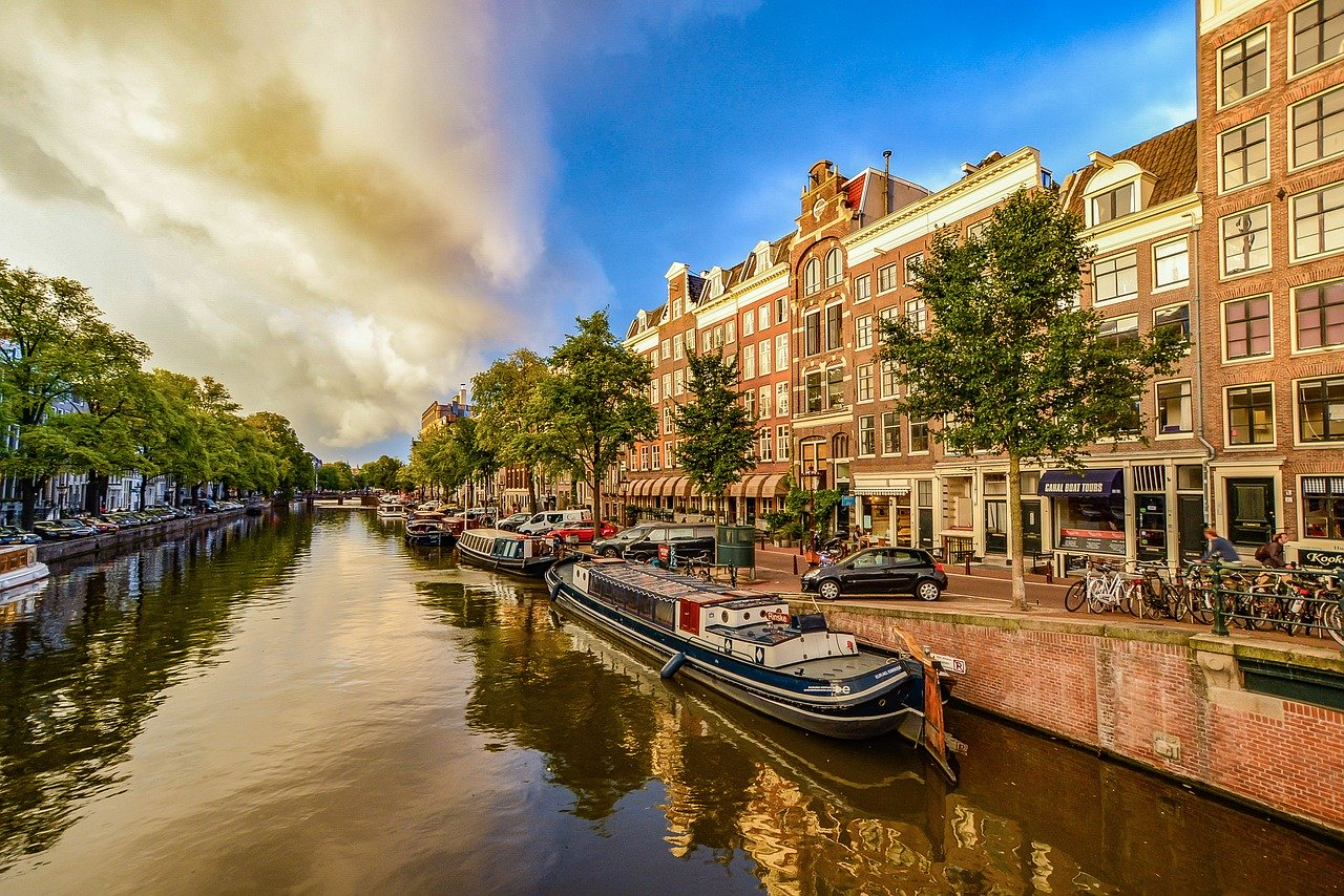 Canals of Amsterdam - Car & Van Hire London at Go Rental